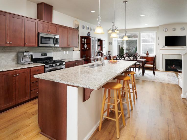 7913 Northeast Caitlin Street-MLS_Size-007-16-KitchenBreakfast Bar-1920x1440-72dpi