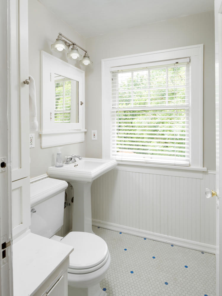 Bathroom with oyster tiles white home for sale Portland Oregon