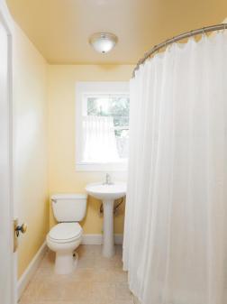 6315 SE 62nd Ave Portland OR-large-019-5-Bathroom-750x1000-72dpi