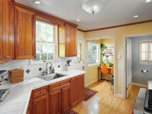 kitchen with wood floors and nook