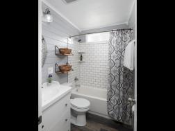 9318 N Allegheny Ave Portland-017-1-Bathroom-MLS_Size