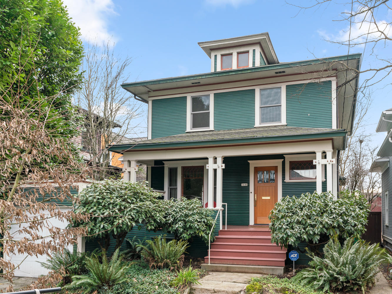 Craftsman in Sunnyside Southeast Portland with big front porch