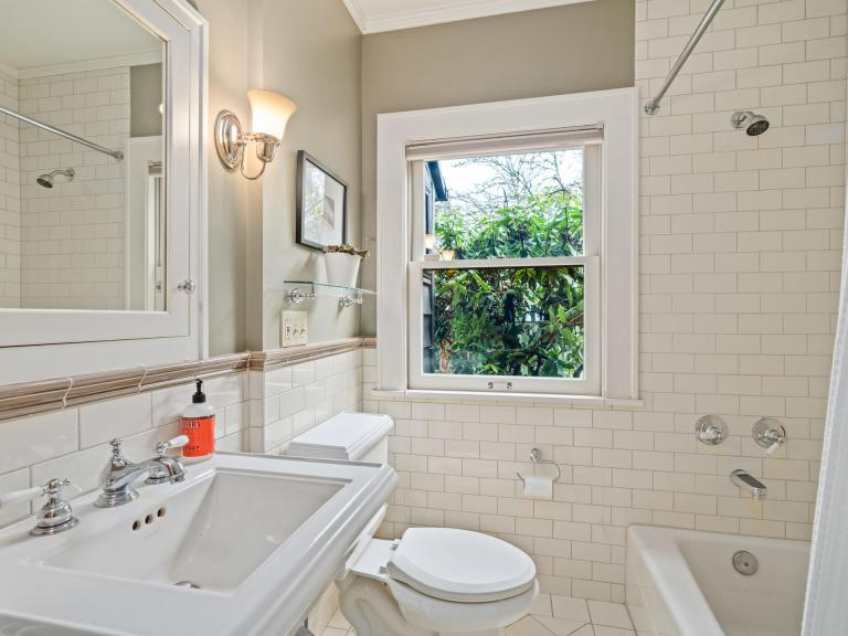 2604 NE 36th Ave Portland OR-020-32-Bathroom-MLS_Size.jpg