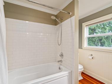 2604 NE 36th Ave Portland OR-030-27-Bathroom-MLS_Size