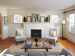 Living room with fireplace and wod floor