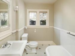 3815 NE Alameda St Portland OR-016-24-Bathroom-MLS_Size