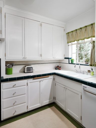 2325 NE Flanders St Unit APT-print-020-002-Kitchen-3150x4200-300dpi