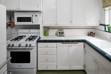 2325 NE Flanders St Unit APT-print-021-029-Kitchen-4200x2800-300dpi