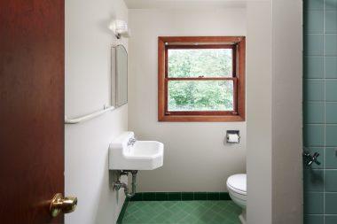3838 NE Flanders St Portland-print-017-23-Bathroom 2-4200x2801-300dpi
