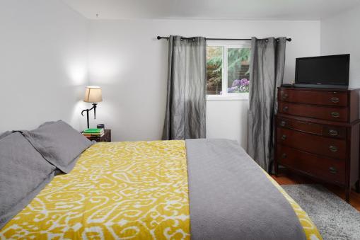 6141 Southwood Dr Portland OR-010-015-Master Bedroom-MLS_Size