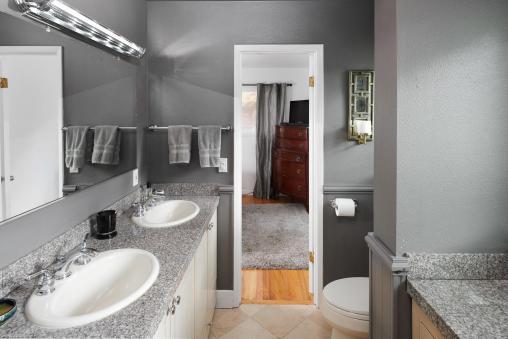 6141 Southwood Dr Portland OR-013-012-Master Bedroom Ensuite-MLS_Size