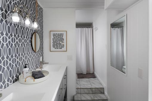 6141 Southwood Dr Portland OR-024-028-Lower Level Bathroom-MLS_Size