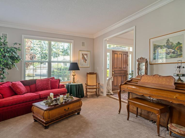 10150 SW Sedlak Ct Tualatin OR-007-020-Living Room-MLS_Size