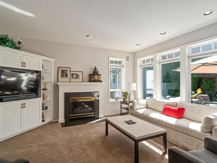 10150 SW Sedlak Ct Tualatin OR-018-040-Living Room-MLS_Size